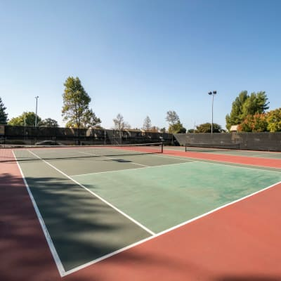 Very well-maintained onsite tennis courts at Waterstone Fremont in Fremont, California