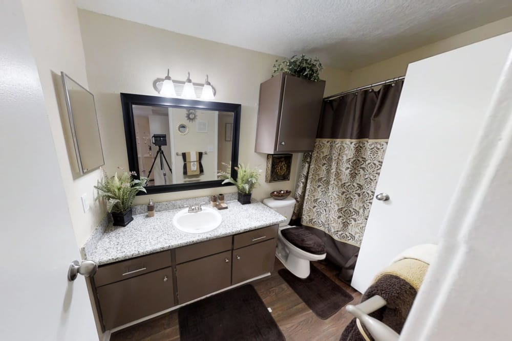 Cedar Ridge Apartments bathroom