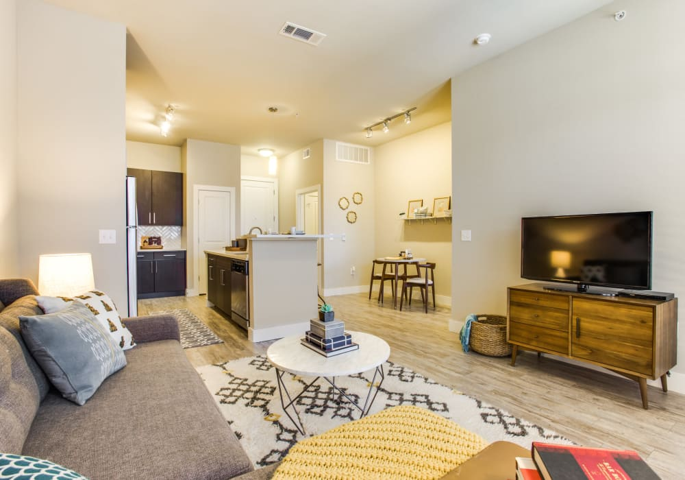Maple District Lofts offers spacious living rooms in Dallas, Texas
