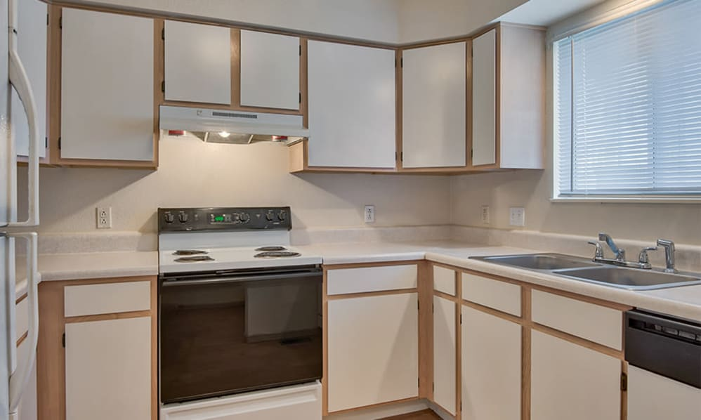 Kitchen at Steeplechase Apartments & Townhomes in Toledo, Ohio