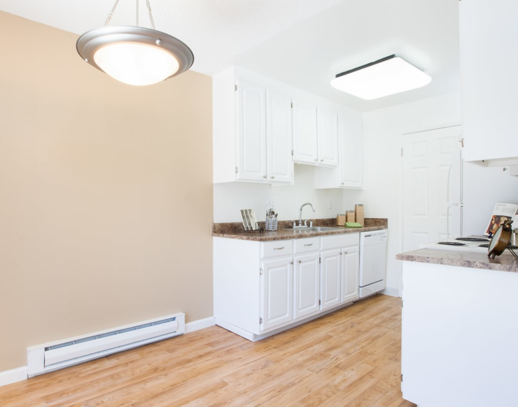 Fully equipped kitchen at Appletree Apartments in Campbell, California