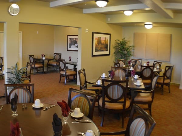 Spacious dining room at The Lakes at Banning in Banning, California.