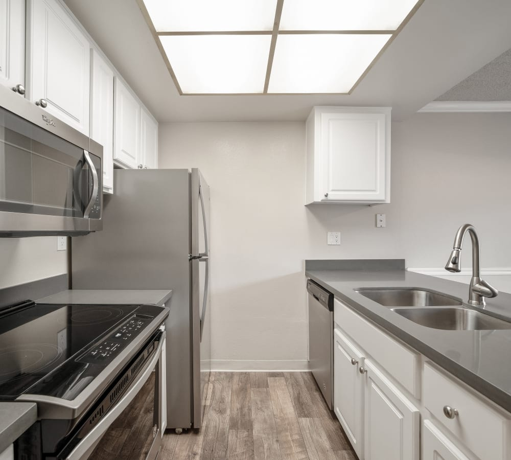 Beautiful Kitchen at Valley Ridge Apartment Homes in Martinez, California