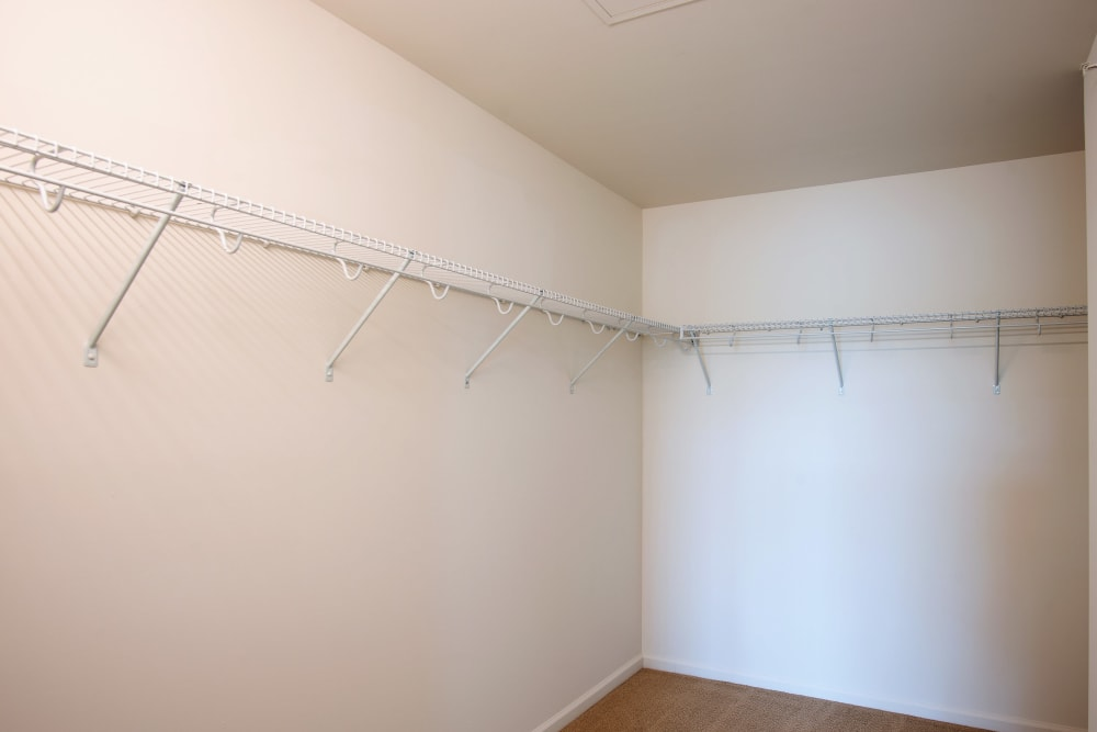Hampton Run offers spacious, walk-in closets in Glenville, NY