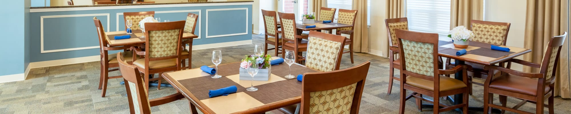 Dining at The Harmony Collection at Roanoke - Memory Care in Roanoke, Virginia