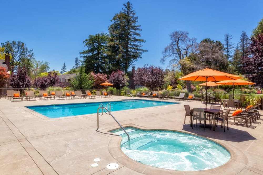 Sparkling hot tub at Glenbrook Apartments in Cupertino, California