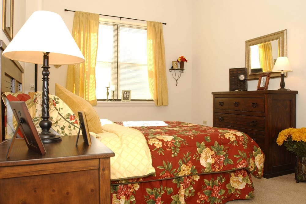 bedroom with bed, lamp and nightstand
