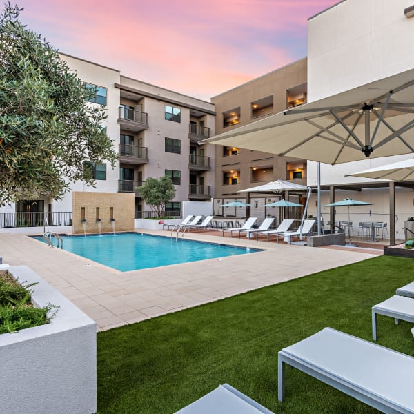 Downtown Phoenix, AZ Apartments W/ A Pool, Gym, Walk-in