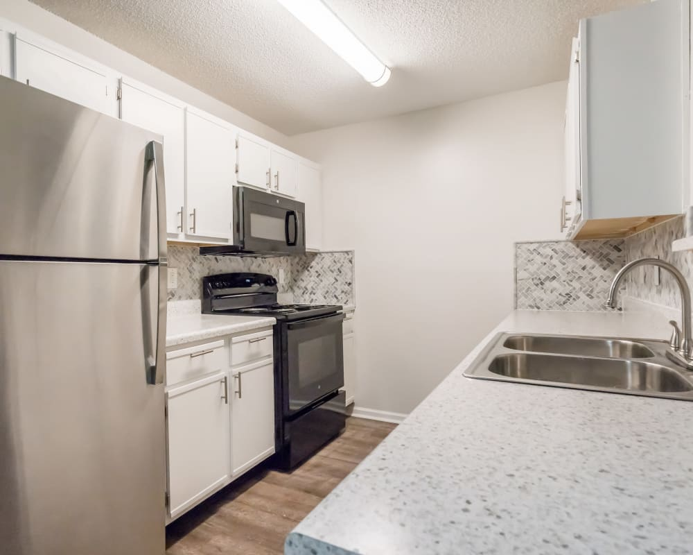 kitchen at Pointe at Westland in Cleveland, Tennessee