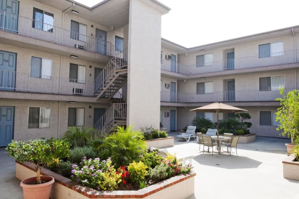 Courtyard with planters at The Enclave in Studio City, CA