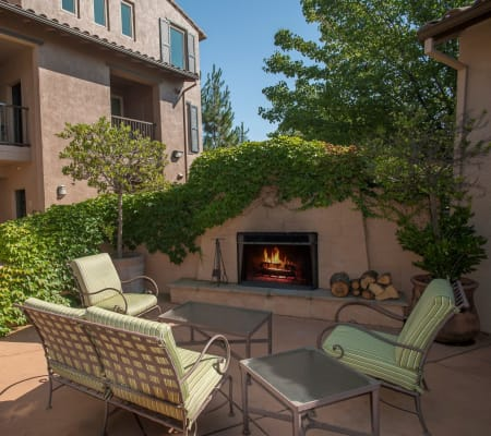 Outdoor lounge surrounded by large lush vegetation at Venu at Galleria Condominium Rentals in Roseville, California