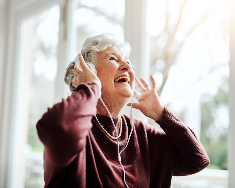Resident listening to music at Edencrest at Siena Hills in Ankeny, Iowa.
