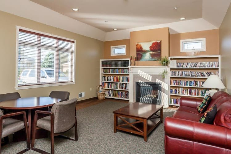 Community library area at CenterPointe Apartments and Townhomes in Canandaigua, New York