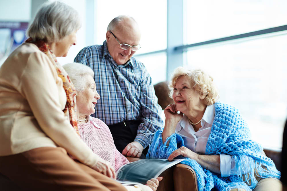 A group of residents talking at Stoney Brook of Belton in Belton, Texas