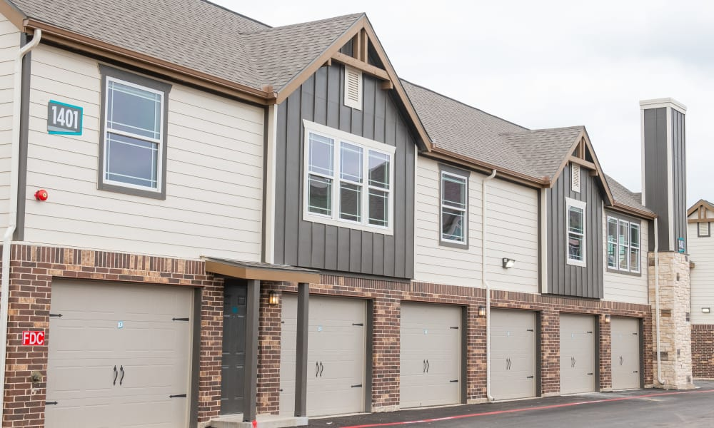 Garages and lofts at Bend at New Road Apartments in Waco, Texas