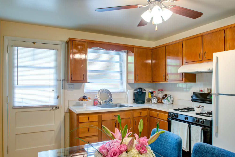 Brookview Manor Apartments kitchen with a gas oven