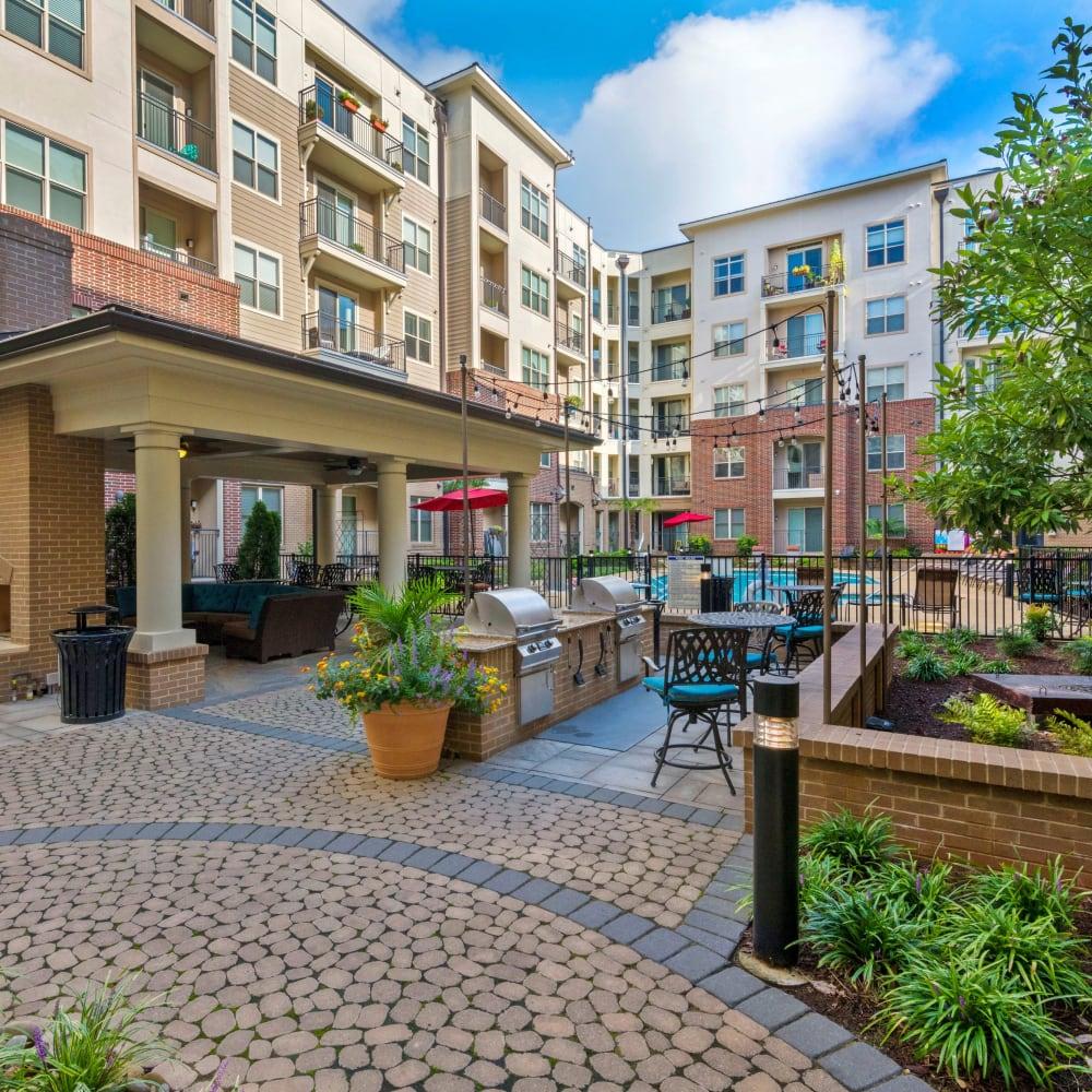 Patio courtyard at 401 Oberlin in Raleigh, North Carolina