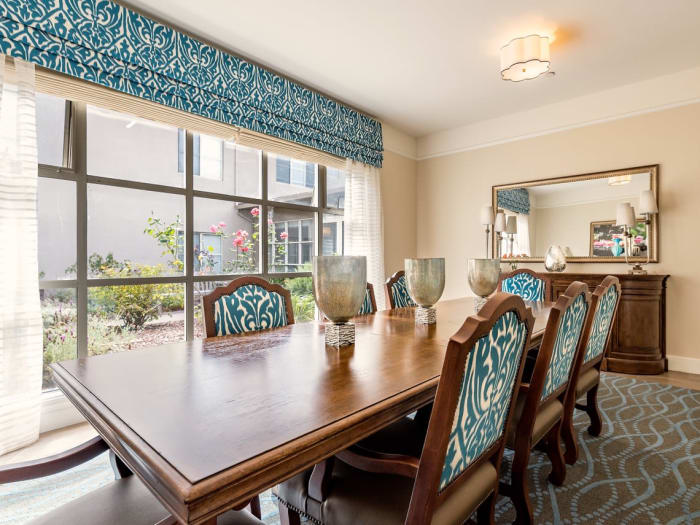Dining Room at Pacifica Senior Living Mission Villa in Daly City, California