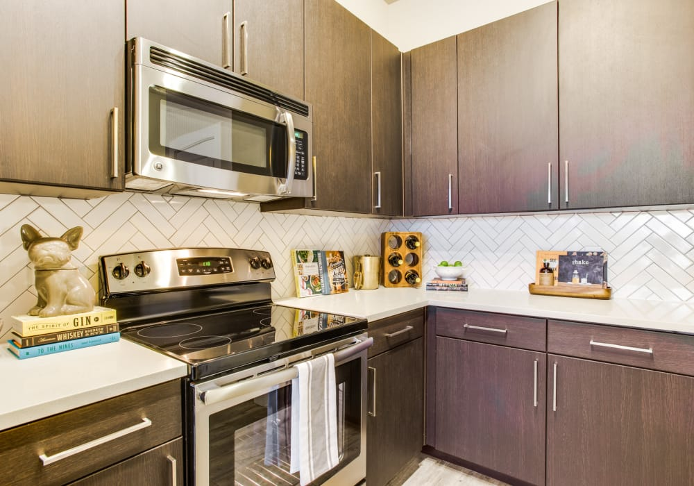Enjoy a modern kitchen at Maple District Lofts in Dallas, Texas
