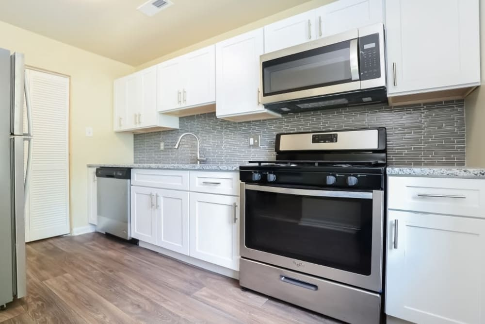 Spacious Kitchen at Fox Run Apartments & Townhomes in Bear, Delaware