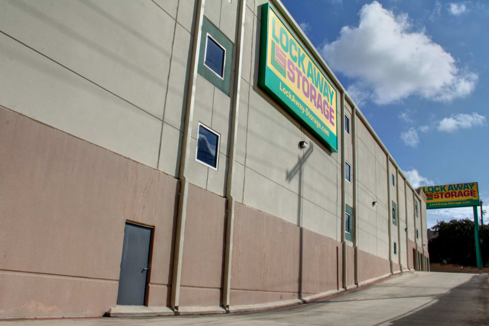 Lockaway Storage Encino Exterior