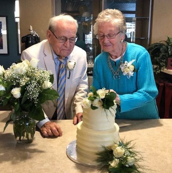 Couple marries at Merrill Gardens Anthm AZ