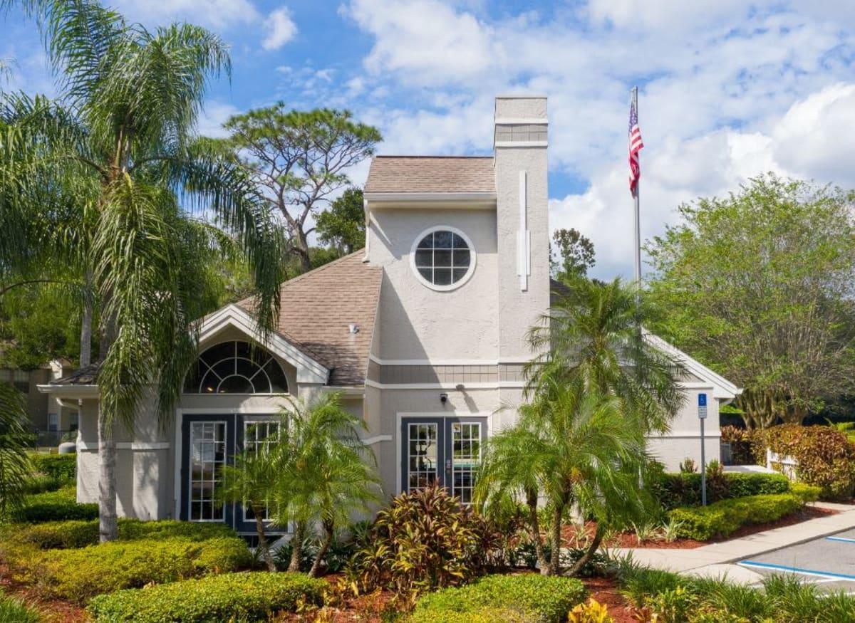 The exterior of the clubhouse at Avenue @Creekbridge in Brandon, Florida