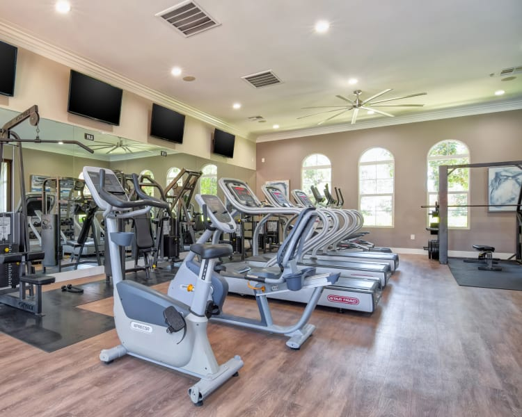 Well-equipped fitness center at Sofi Shadowridge in Vista, California