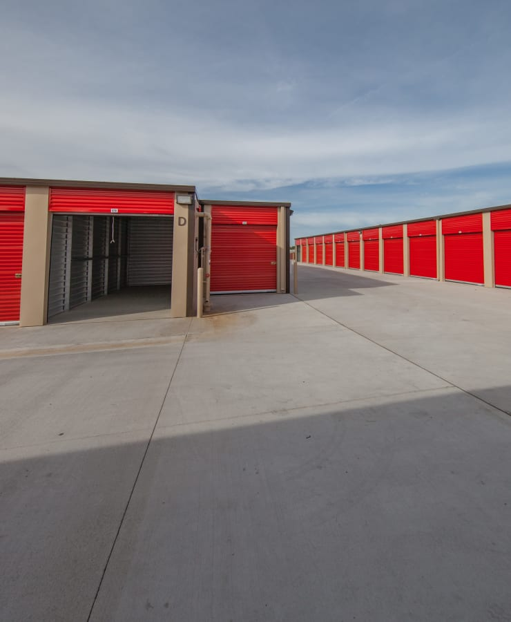 Facade and outdoor units at StorQuest Express - Self Service Storage in Tracy, California