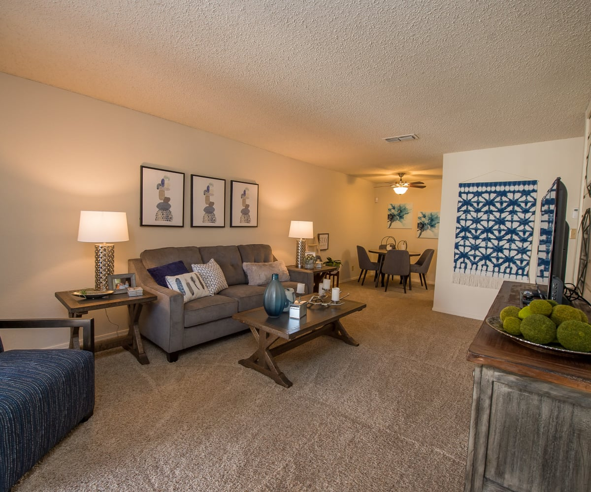 Sunchase Apartments living room in Tulsa, Oklahoma