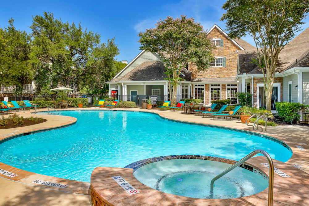 Beautiful swimming pool at The Lodge at Westover Hills in San Antonio, Texas