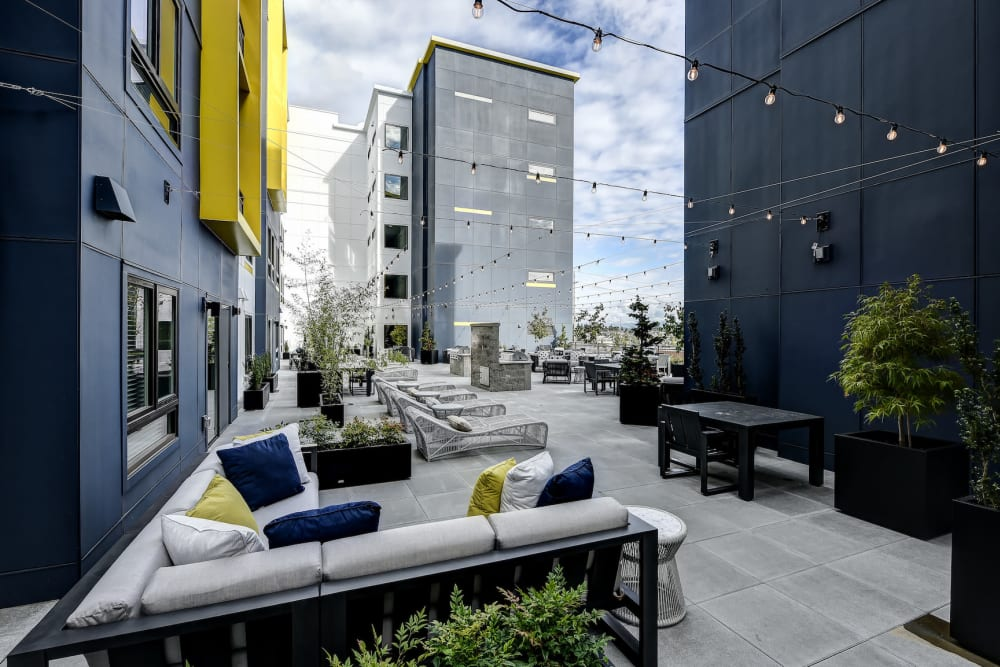 Outdoor Resident Lounge at Kinect @ Broadway in Everett, Washington