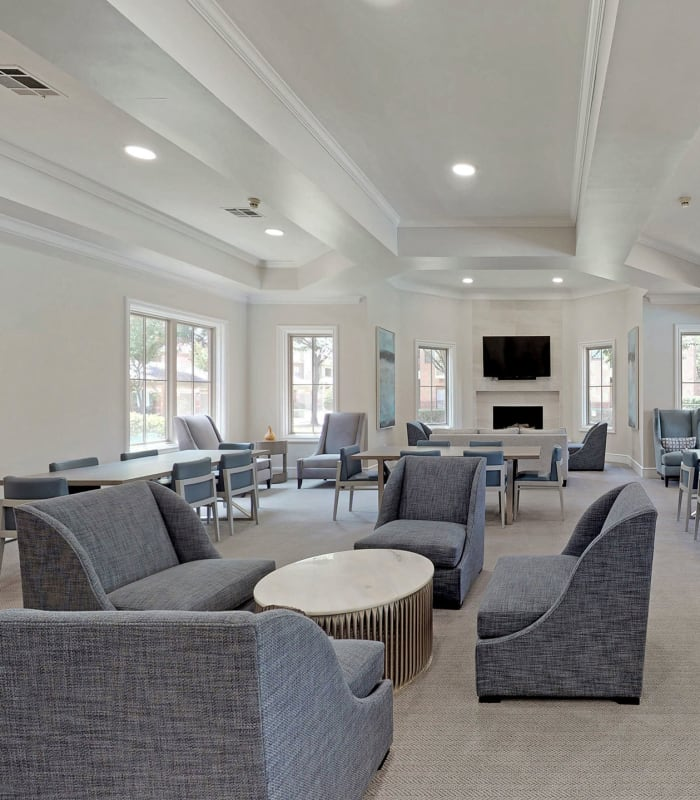 Clubhouse lounge at Oaks Riverchase in Coppell, Texas